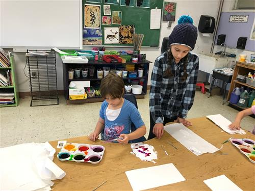 AWOD student leading art activity with Ms Richardson's class
